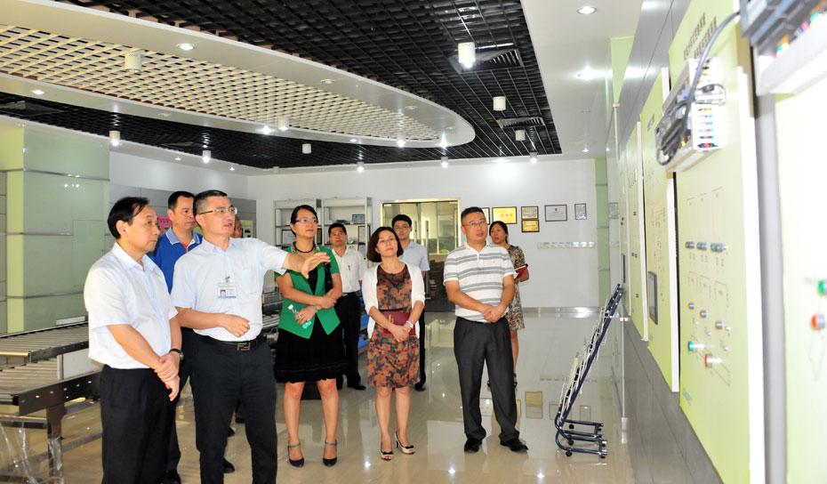 珠海市金湾区领导一行参观考察珠海长陆公司